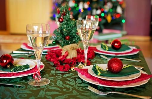 Covid, al vaglio il nuovo Dpcm natalizio: ipotesi riapertura bar e ristoranti, a cena massimo 6 persone, licei chiusi fino a gennaio