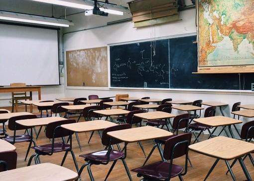 In classe con guanti, registro elettronico e divieto di merenda condivisa: ecco il vademecum per farsi trovare pronti al ritorno a scuola