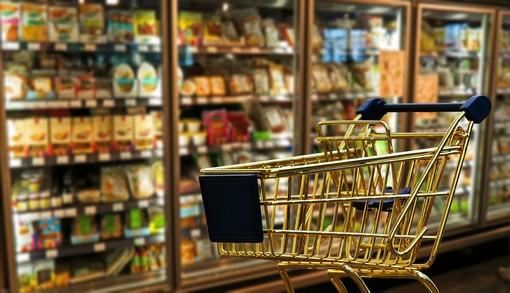 carrello della spesa in un supermercato
