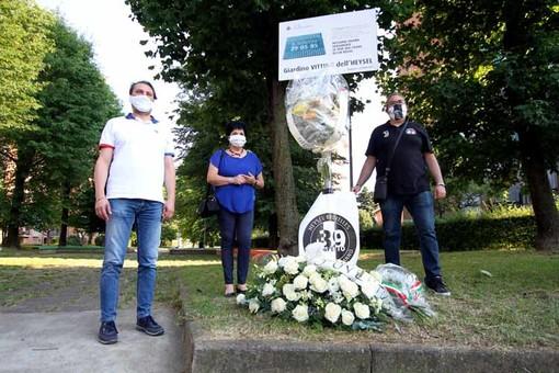 Tragedia dell'Heysel, la città di Grugliasco ha fatto memoria delle vittime nel giardino a loro intitolato