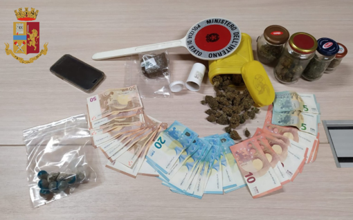 Collegno, arrestato per spaccio: in casa nascondeva hashish e marijuana