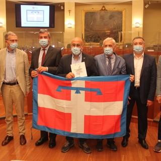 """La Regione consegna 1.181 bandiere ai Comuni del Piemonte: """"Ciascuno di loro rappresenta la nostra storia"""""""