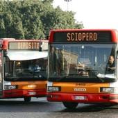 bus con la scritta sciopero