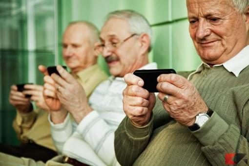 Le nuove tecnologie per chi ha più di 60 anni: torna l'appuntamento con Digital Divide