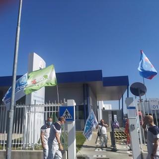 bandiere sindacati alla maserati