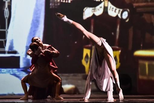 danzatori sul palcoscenico
