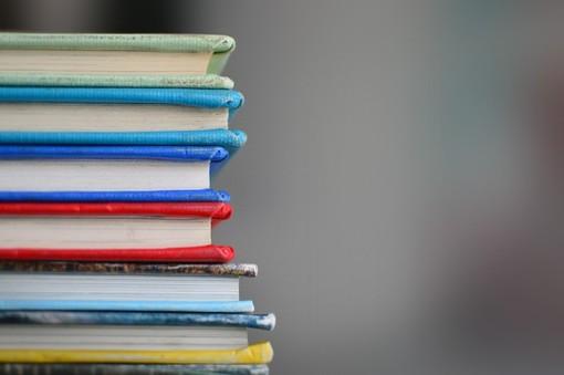 Libri di scuola sul banco
