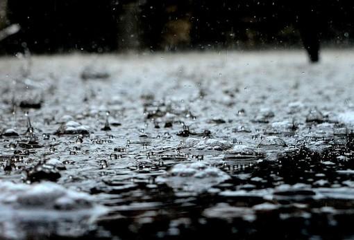 Ancora maltempo su Torino e provincia: pioggia e grandine di prima mattina. Addirittura la neve al Sestriere [VIDEO]