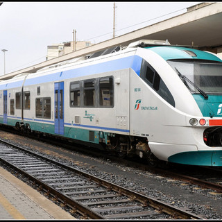Da domani via l'obbligo di distanziamento sui bus e treni extraurbani del Piemonte